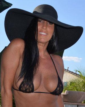 Katie 71 Nude